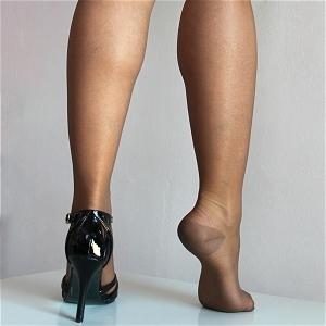 nylon stockings at envoile frenchnylons